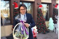 Андрей Малахов с дивной корзинкой из луковичных гиацинтов.