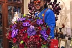 Филипп Киркоров со сказочным букетом из гортензии, орхидеи ванда, розы одноголовой, леукадендрона и листа дуба.